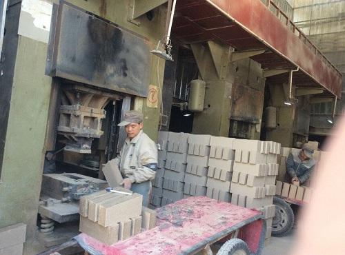 Automatic refractory brick presses