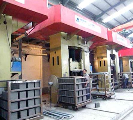Screw press machine -630T for refractory bricks