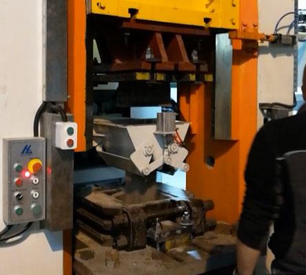 Servo motor electric screw press with auto feeding system